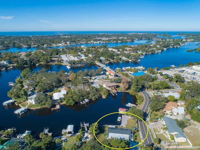 Easy access to the Gulf of Mexico &  three pristine Islands.  Anclote Island, Three Rooker Island and Honeymoon Island are just a short boat ride from this home.