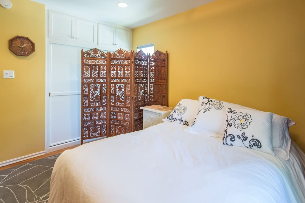Private Bed and Bath: Encino Home