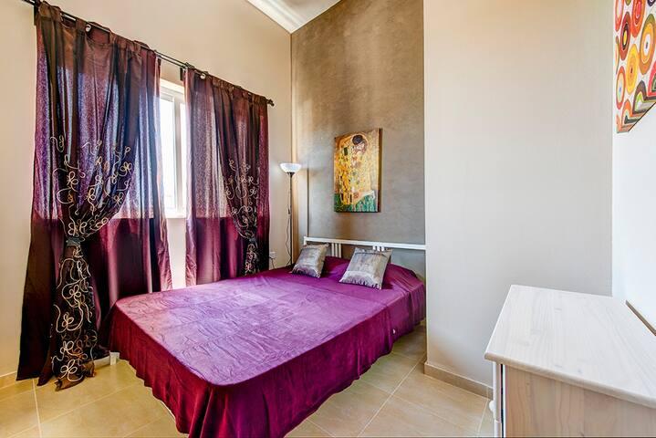 Mainstay, roomy 1-bed Sliema center