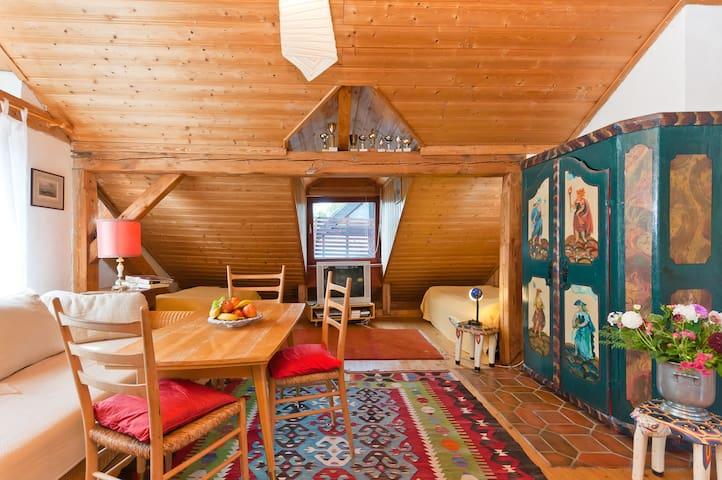 Das Wohnzimmer mit 2 Einzelbetten nach Westen