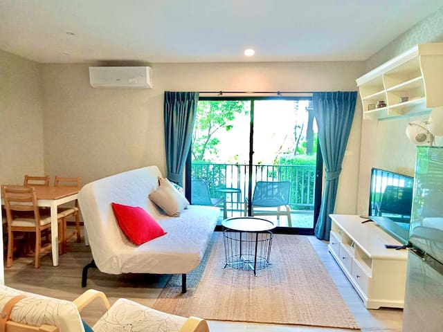 Deluxe 1BD apartment with separate bedroom