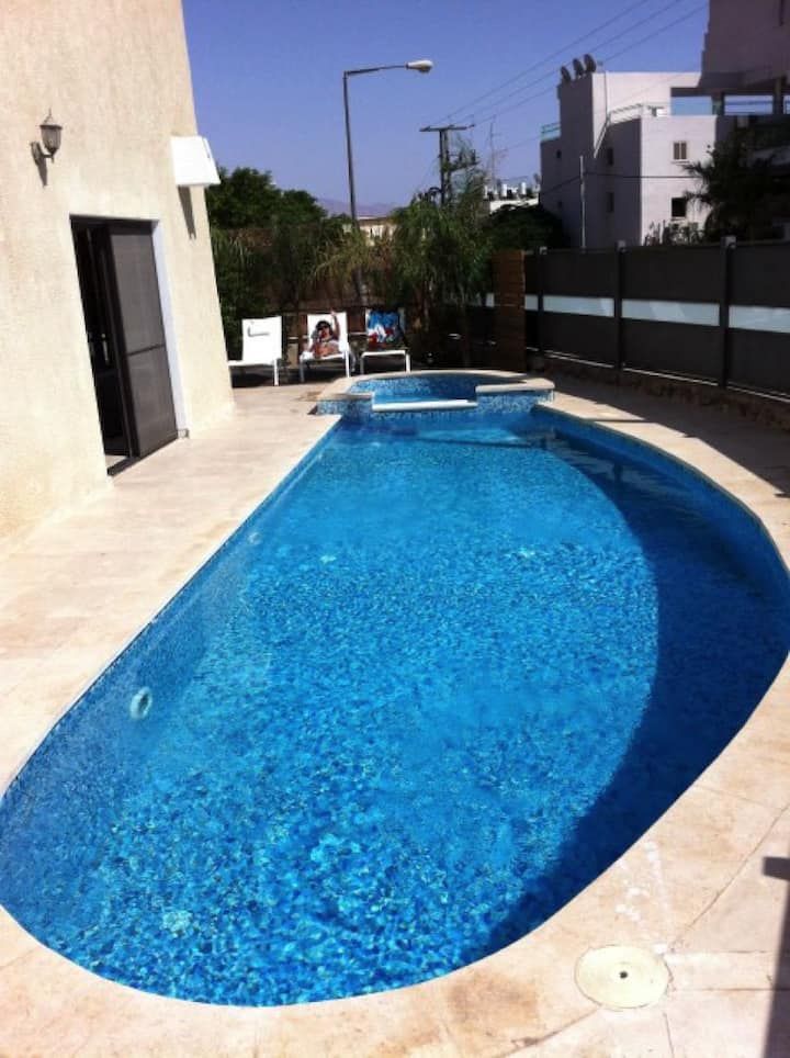 Villa with private pool, 600 meters from the sea