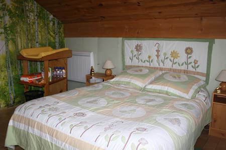 Our Friends room at the 1000 Ponds - Haut-du-Them-Château-Lambert - Bed & Breakfast