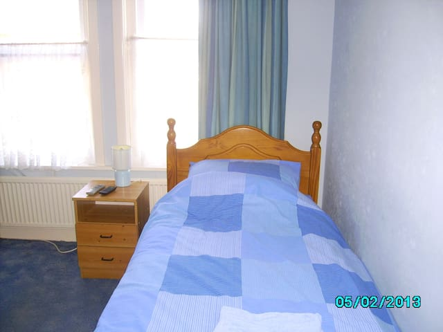 Double size room in spacious house - Bournemouth - Bed & Breakfast