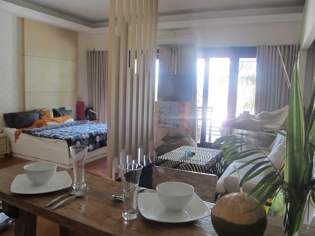 1BR LOFT Style @ Bali's Rodeo Drive - Kuta - Lägenhet