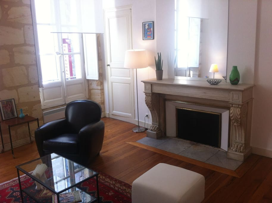 Superbe t2 plein coeur de bordeaux appartements louer for Location appartement bordeaux t2