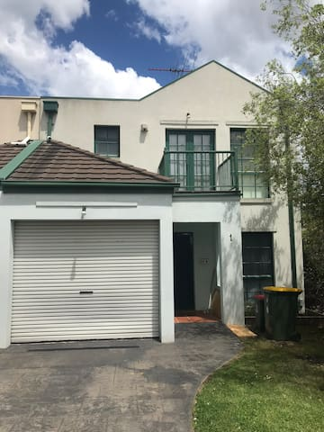 Private new room in Box Hill Central 博士山中心别墅独立大房