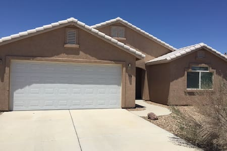 Great Family Home, Less than 5 mins to the River! - Fort Mohave - Haus