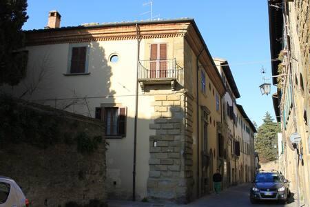 Palazzo storico Luzzi-Serragli - Arezzo - House