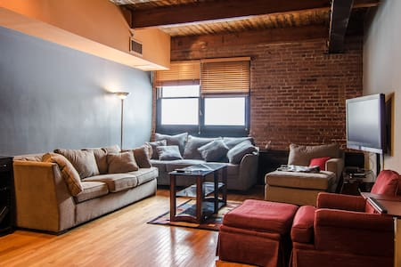 Cleveland Downtown Loft - 2 Floors - Cleveland