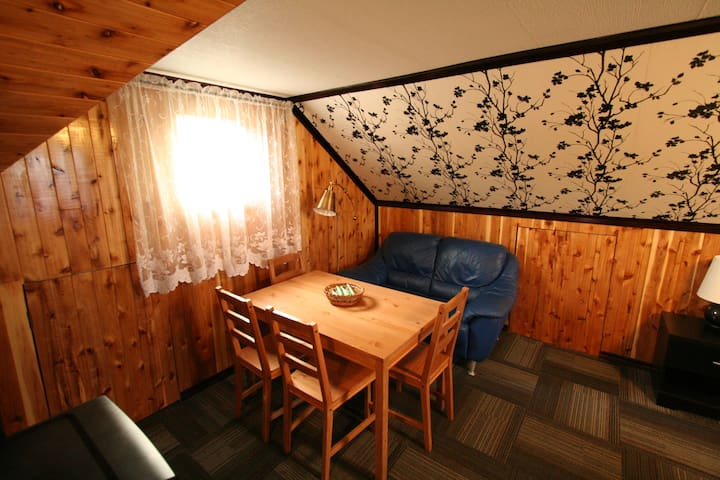 Уютный Лофт в Alderwood, Toronto