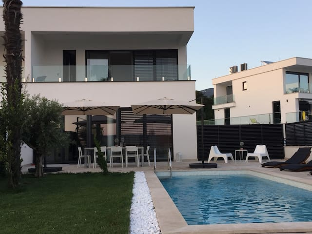 Luxury Villa Benic 3 *****
