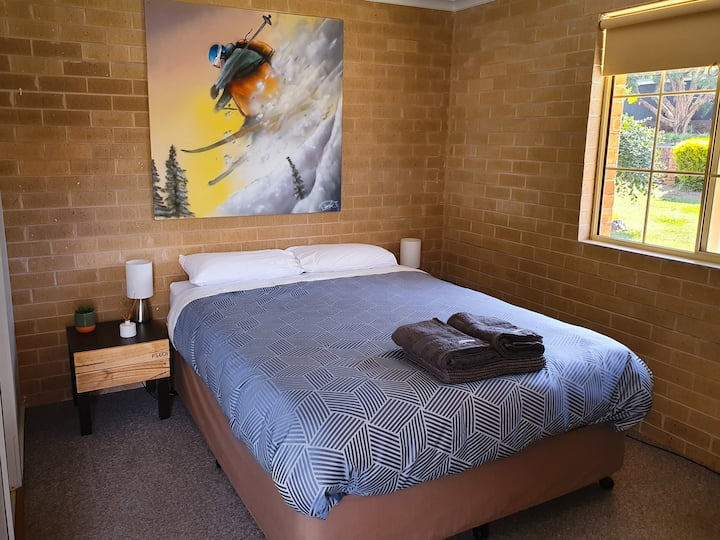 Private Queen Room at Quartz Ridge Lodge