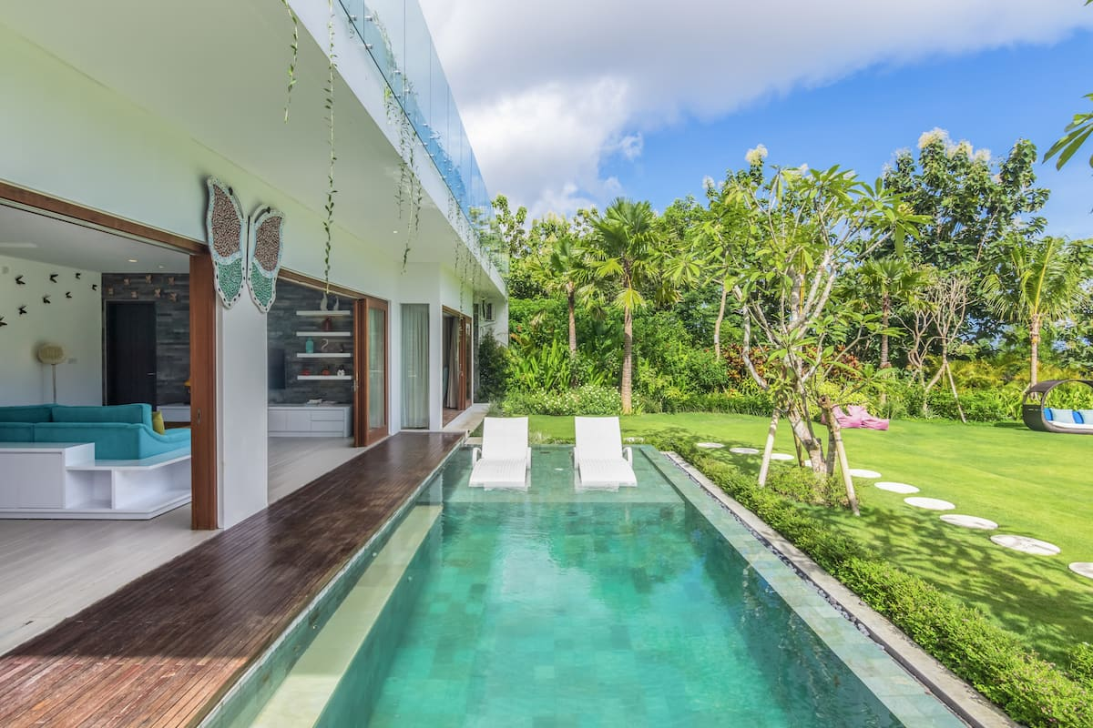 Luxurious Private Villa with Pool and Butterfly Garden