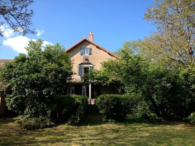 La maison d'un gentleman voyageur - Bessey-en-Chaume