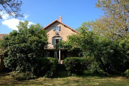 La maison d'un gentleman voyageur - Bessey-en-Chaume - Dům