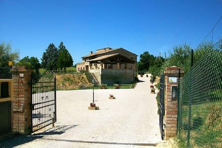 Villa with pool for more than 20 people in Umbria - เปรูเกีย - วิลล่า