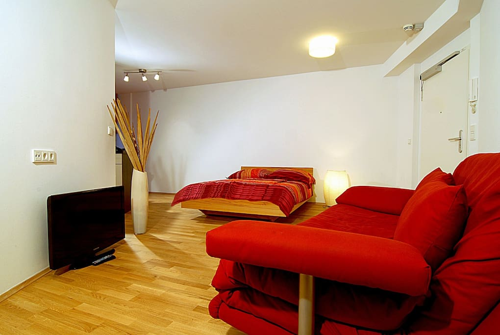 Great apartment in central cologne apartments for rent for Sofa bed 140cm wide