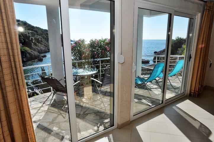 "Apartment ""Garden"" Beachfront Villa - Ulcinj"