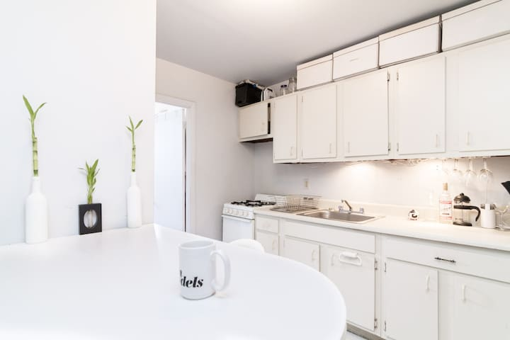 Clean LES apt for Short term & Long term Rental.