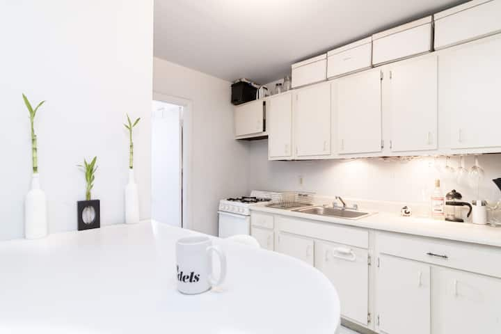 Stylish LES apt for Monthly or Longterm Rental