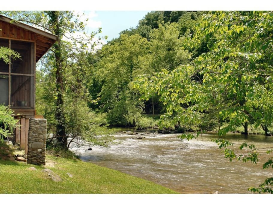 River Cabin On Pigeon River 1br Cabins For Rent In