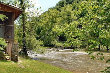 River Cabin on Pigeon River, 1BR