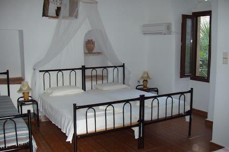 Stone houseTo Petrino- Chiospetrino - Chios - Bed & Breakfast