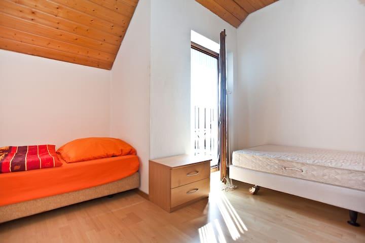 Ein-Zwei Bett-Zimmer - Au-Hallertau
