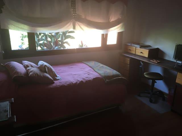 Acogedora habitación con vistas a la cordillera