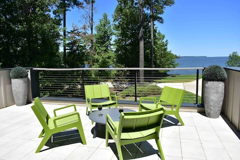 Lakefront Sam Rayburn modern home. Amazing Views!
