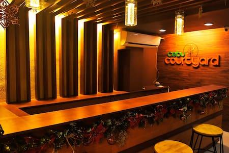 Cebu Courtyard 401 - Queen & Single Bed - Lapu-Lapu