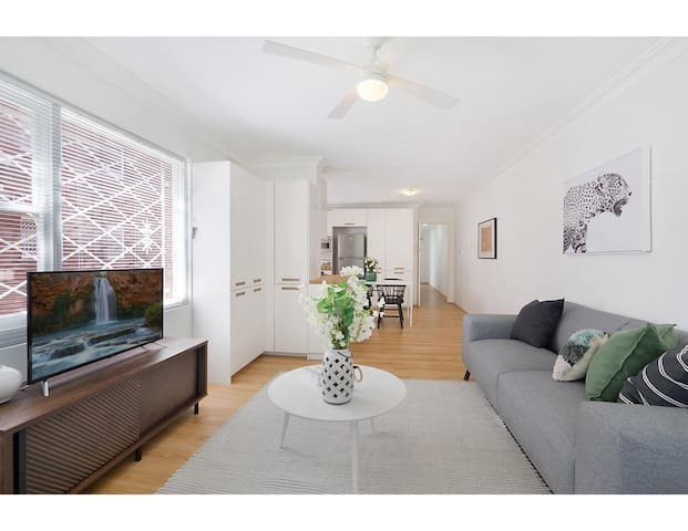 Charming parkside apartment in quiet area