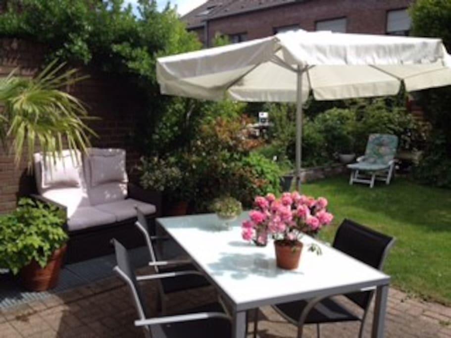 Relaxing Zone! Schöne Terrasse mit Garten