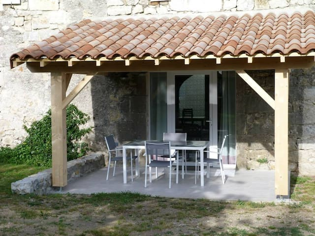 Gite de caractère dans Bastide en pierres - Berrias-et-Casteljau - อพาร์ทเมนท์