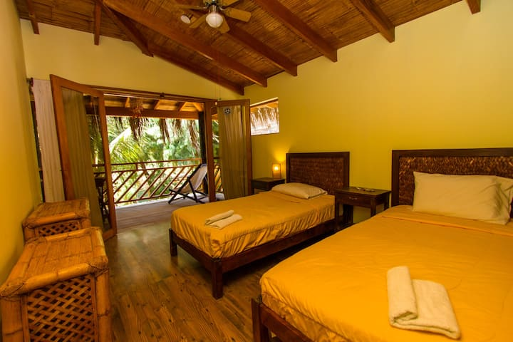 Twin/double room in a BnB in MANCORA