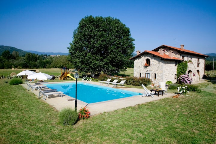 VILLA CASE D'ARNO charming quite place with pool