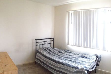 Bright and Comfortable Private Room - Melton South