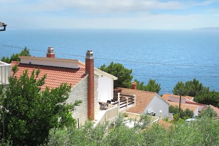 Lovely sea view apartment with balcony just about 150m to the pebble beach