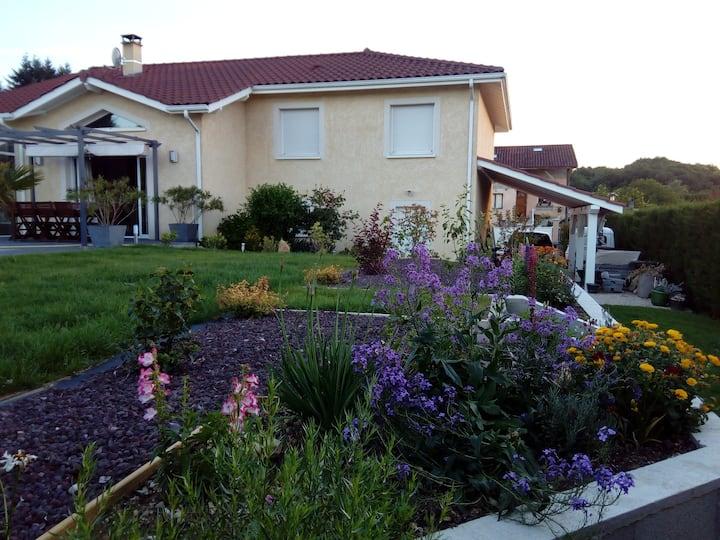 Calme et confort dans villa moderne
