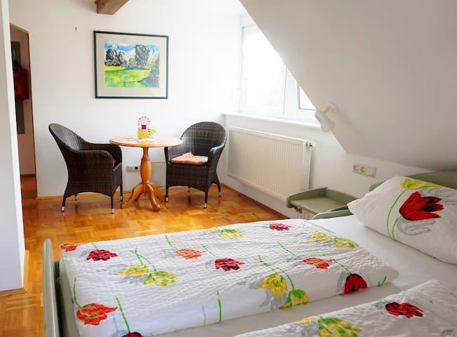 """Gasthaus """"Zur Krone"""" (Windelsbach), MBZ Roggenstube mit Zustellbett und kostenlosem Wlan"""