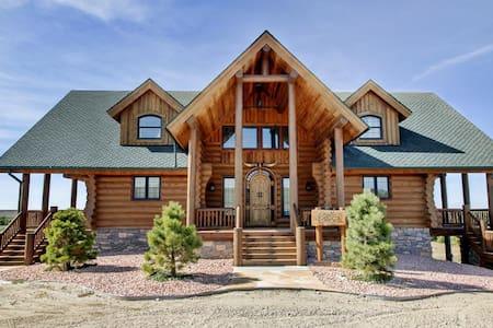 4BR Atwood Cabin w/Wraparound Deck!