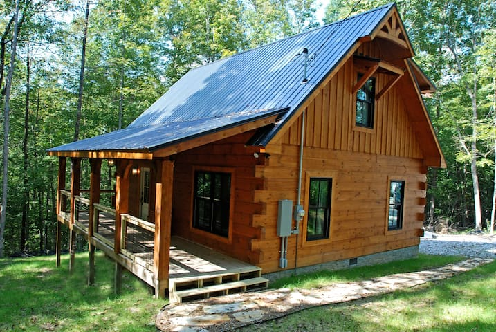 New log cabin 20 mins from downtown Nashville!