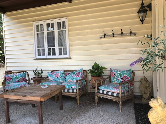 City fringe luxury in haven of Ashgrove village