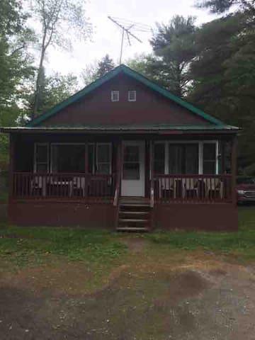 Cozy Cabin in Adirondacks across from White Lake