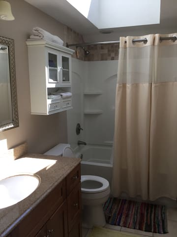 Comfy & Clean Private Room and Bath - Worcester - House