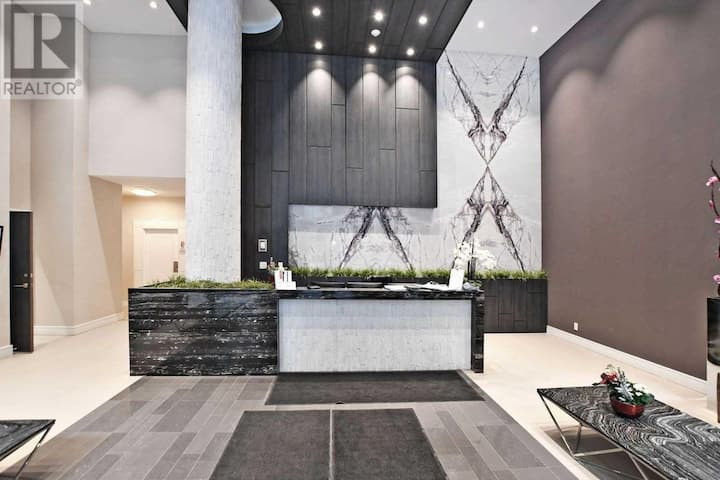 Modern Suite for 6 in Richmond Hill