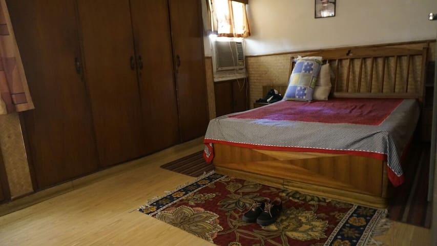 Cozy AC Room + Private Bathroom + Wifi + Laundry - New Delhi - Apartemen