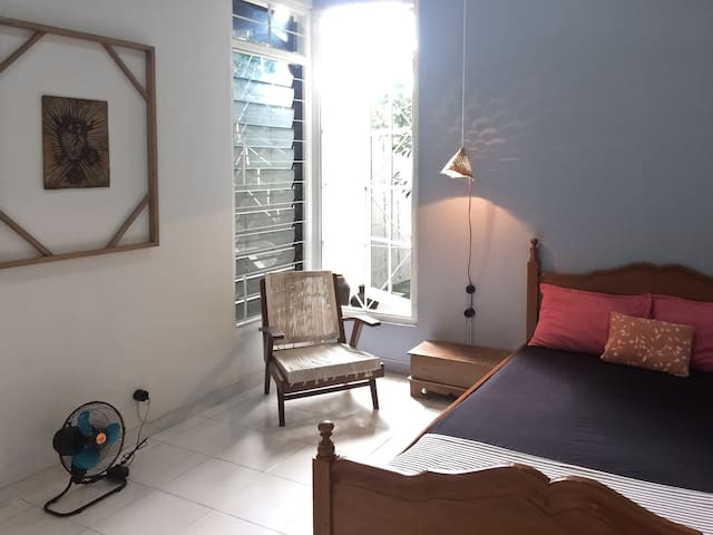 The minimalist classy bedroom
