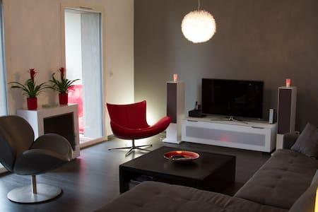 Calm Duplex with terraces - Romainville